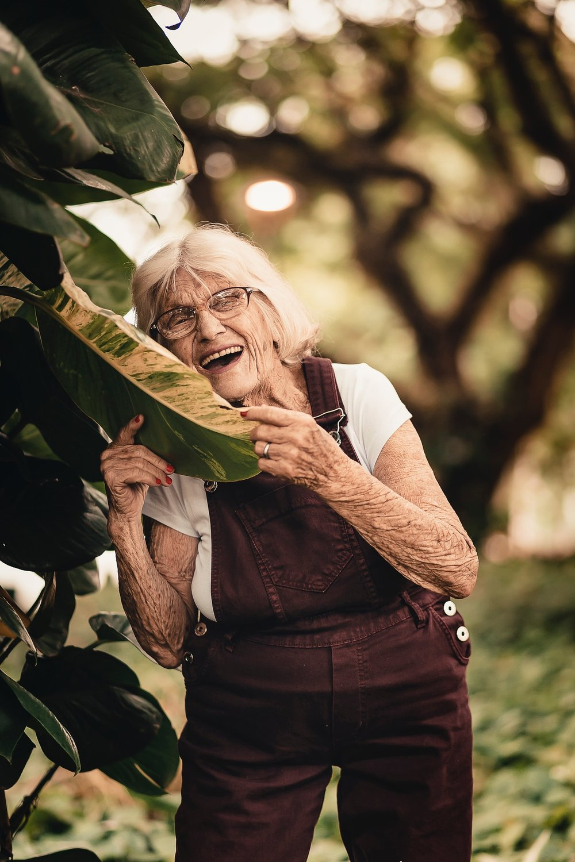 elderly-eyewear-facial-expression-2050992.jpg