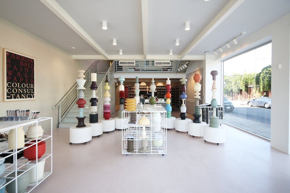 The totems are not only sculptural elements that display the colours and objects, but also architectural elements that help create spaces within the store.