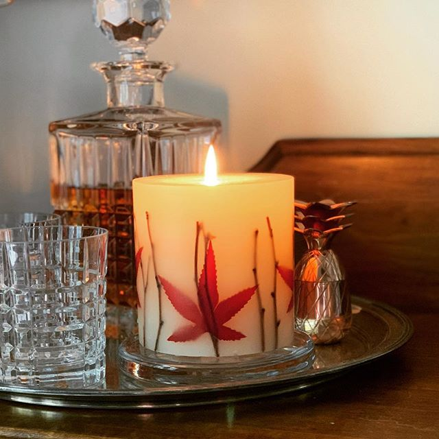 Enjoying this maple leaf scented candle and trying to will fall on this 85 degree day. 🍁#newenglander #vegancandles