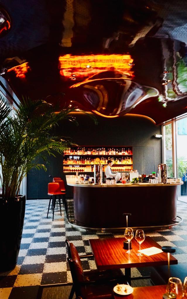 Les Bains   Paris,   the Bar  , in the heart of the restaurant La Salle-à-Manger