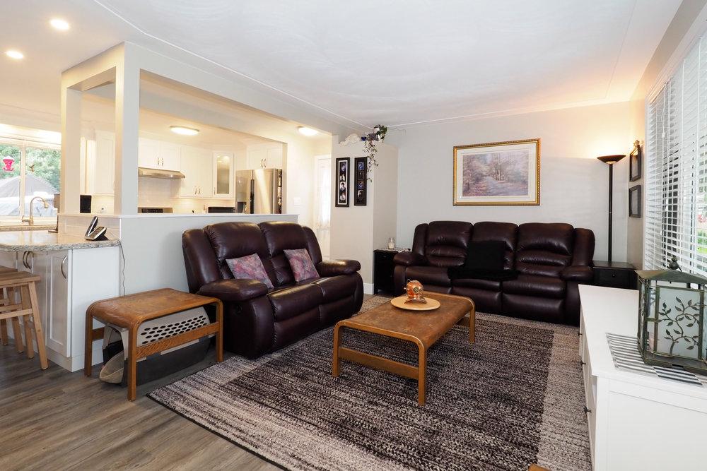 16 Living room.JPG