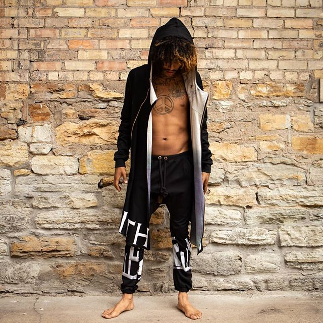@thraxisthreads cloack & leggings on @willrobinsonmusic 👑 #fashion #hemp #cotton #biascut #cloaks #handmade #clothing #screenprinting #blackonblack #minneapolis #mplsart #mplsfashion #fashiondesigner #outfitgoals #wanderlust #instagood #festivalstyle #igfashion #wearitloveit #topshopstyle #ootdwatch #aboutalook #stylegram 📷 by @jade.patrick
