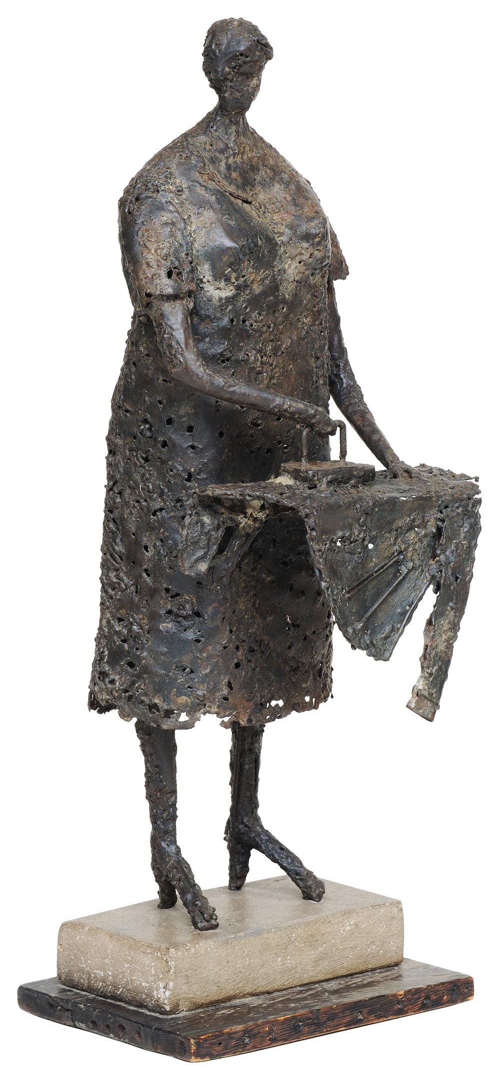Woman ironing   aço soldado 73 X 30 cm