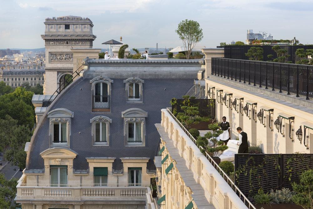 Peninsula, Paris