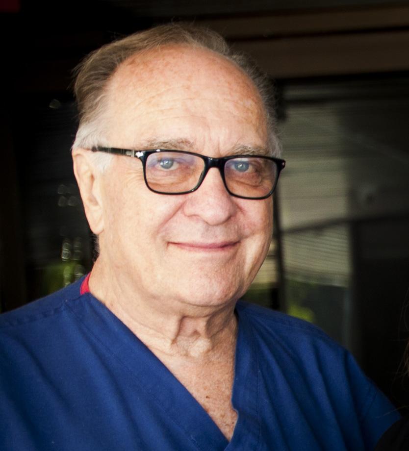 El Dr. Rosenberg, internista y gastroenterólogo que atiende a pacientes en las áreas de Beverly Hills