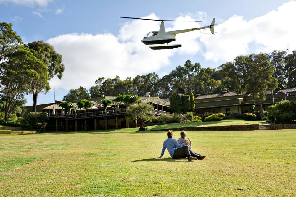 scenic_helicopters___arrival_into_leeuwin__Large__lg.jpg