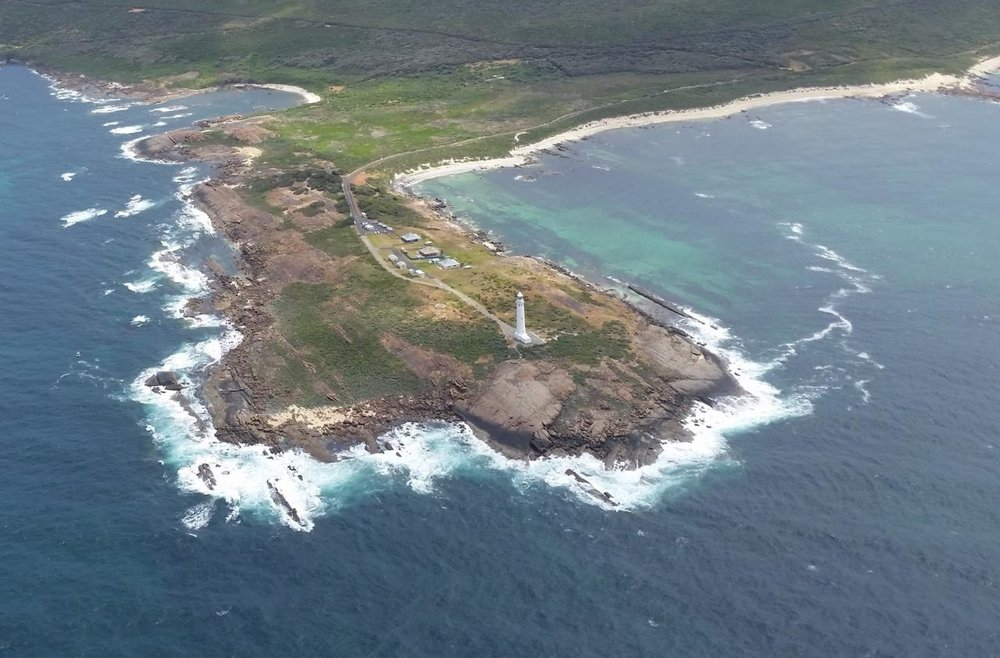 scenic_helicopters___leeuwin_lighthouse_trimmed__Large__lg.jpg