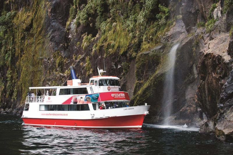 Milford Sound Fly-Cruise Boat-Fly -