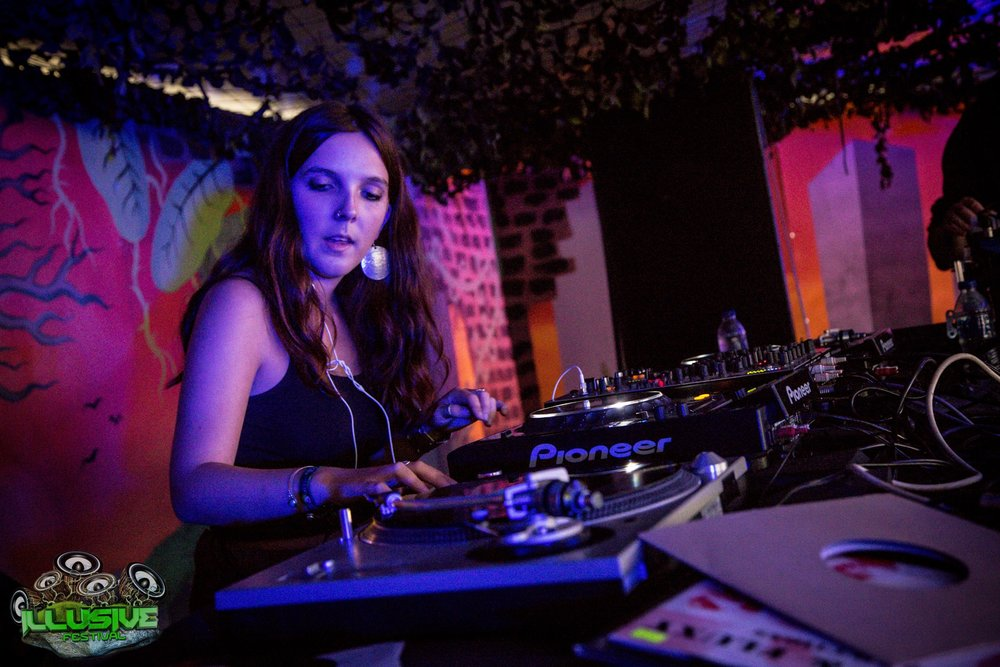 Alexi King performing as 'Bliss Zion' at Illusive Festival, September 2016.