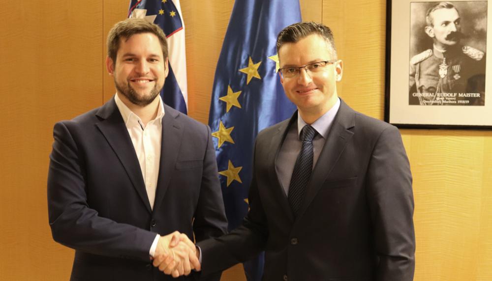 Luka Kočevar, kandidat za župana Občine Cerknica, in predsednik vlade RS Marjan Šarec (foto: Aleš Štefančič)