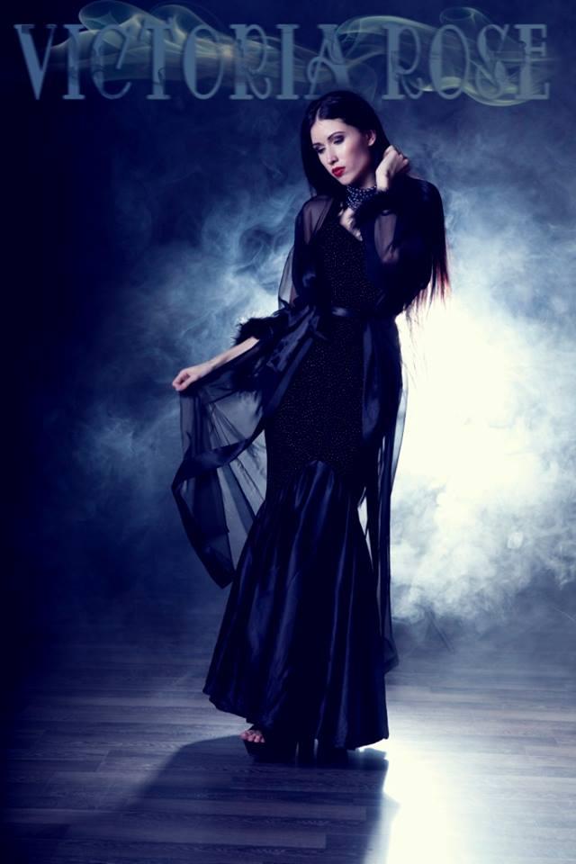 Victoria Rose - BURLESQUE SHOWGIRLMODEL • SNAKEDANCERFIREDANCER • LED PERFORMER