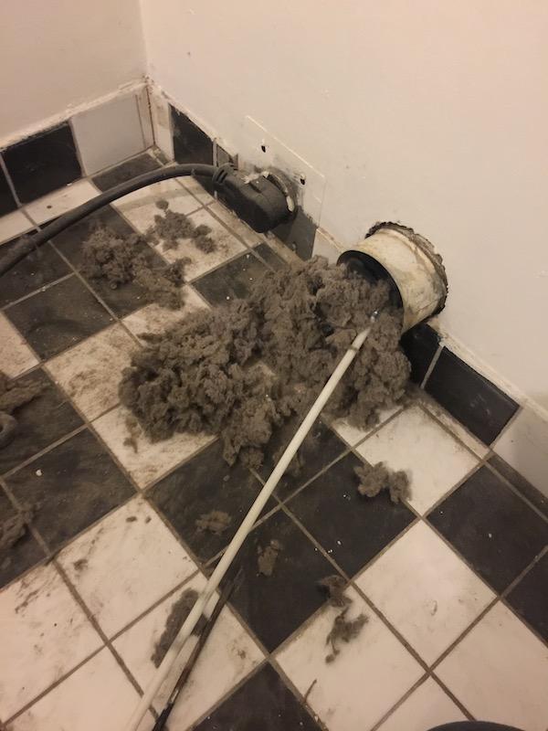 Nettoyage de conduit de secheuse