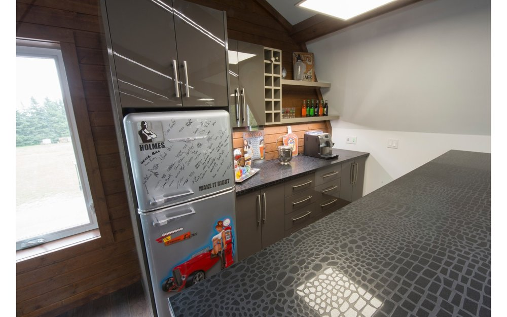 Kitchen with dark countertops and retro looking fridge