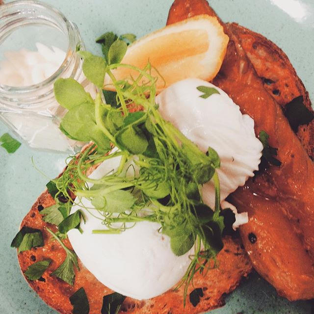 S P E C I A L  O F  T H E  W E E K Smoked mackerel, poached eggs, horseradish mayo + pea shoots served on toasted Sourdough. - All week, all the tasty + all yours! - Open til' 5.30 __________________________ #specialitycoffee #specialitycoffeeshop #climpsoncoffee #climpsonandsons #specialoftheweek #freeparking #trenthamshoppingvillage #trenthamestate #thisisburr