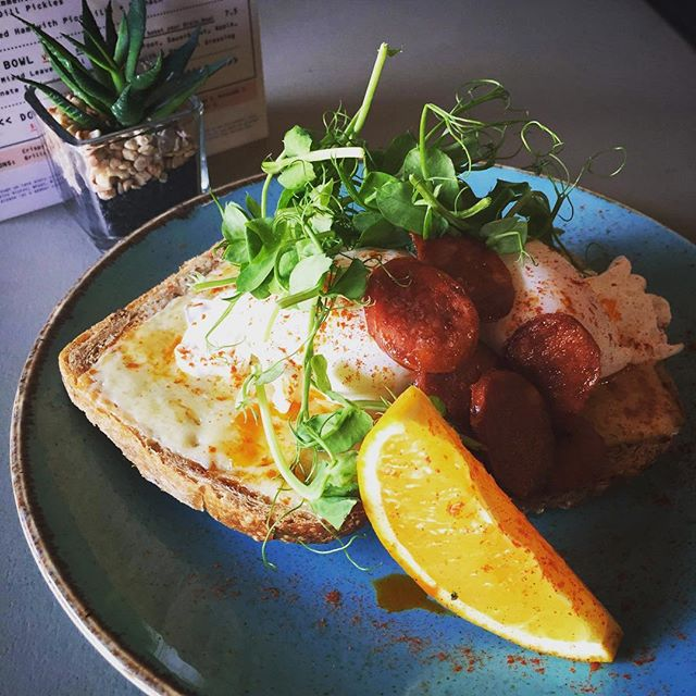 T O A S T  S P E C I A L 🤤 Melted Mature Cheddar, Chorizo + Poached Eggs on Toast. - Topped with Pea Shoots and a Paprika Orange. - Available all week, don't miss out! __________________________ #WeeklySpecial #BrunchGoals #BrunchingHard #TrenthamShoppingVillage #TrenthamEstate #ThisIsBURR