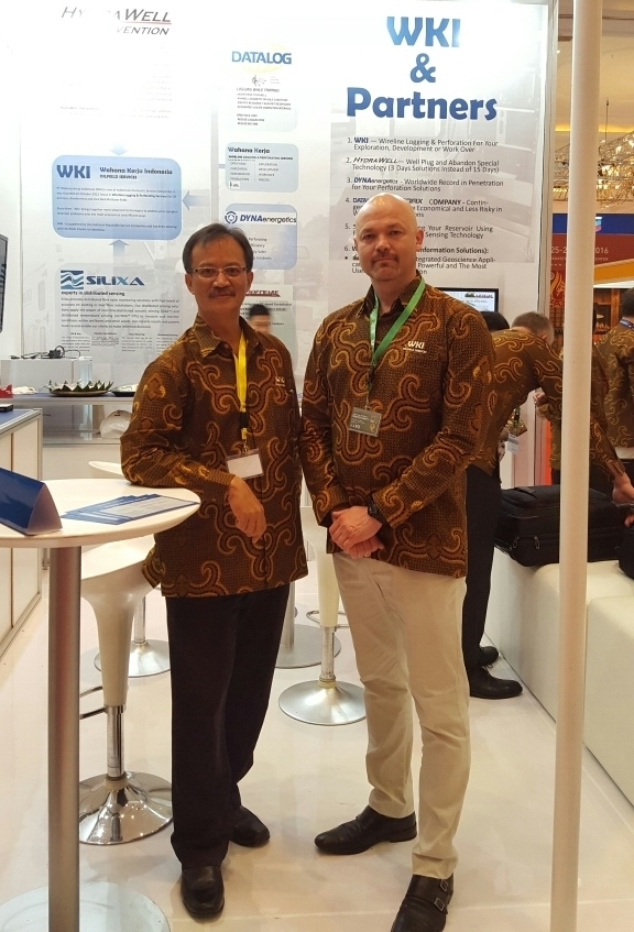 Cordax Indonesia Manager Andriano Lalang and SVP Rob Duthie.