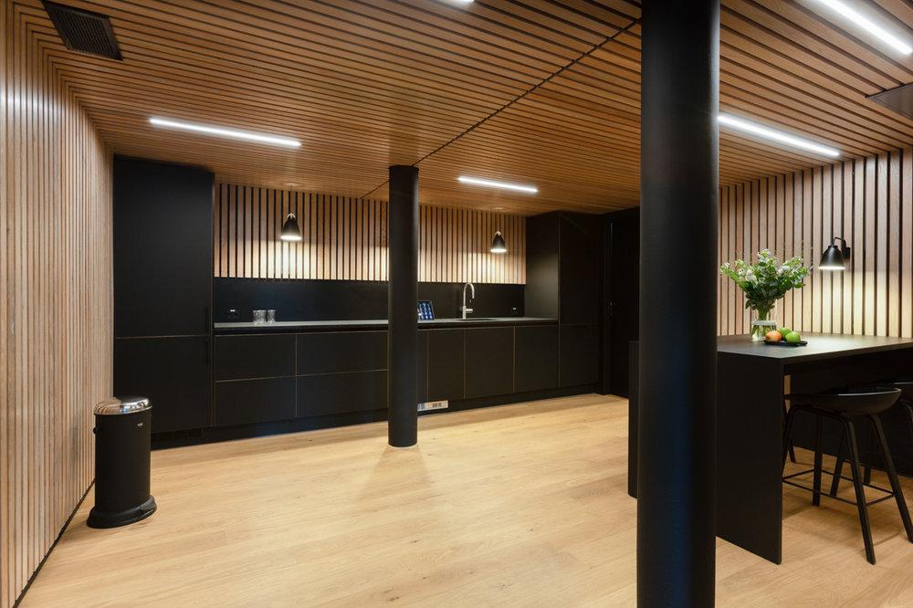 Bank kjøkken helhetsbilde kontorer spiseplass pauserom interiørarkitekt oslo.jpg