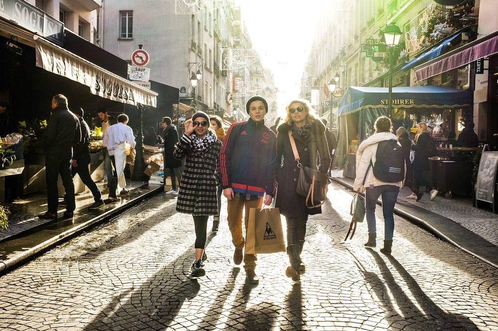 VOUS VENEZ? - Que vous voyagiez en famille, en couple, avec des amis ou en solo, que vous veniez à Paris pour la première ou la dixième fois, cette expérience parisienne que nous vous concocterons sera pour vous, rien que pour vous.