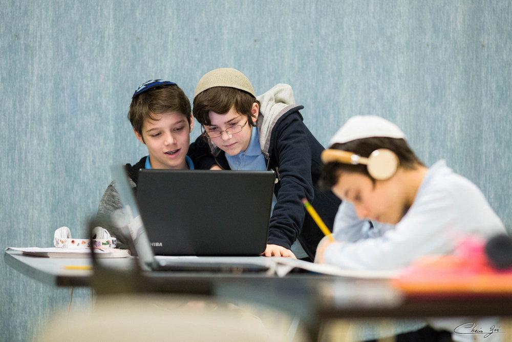 grass-creative-identity-montessori-school-NYC-NJ-netivot-school-art-direction-7.jpg