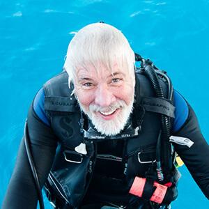 jerry-beaty-shark-diver.jpg