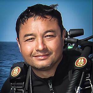 charlie-fasano-shark-diving.jpg