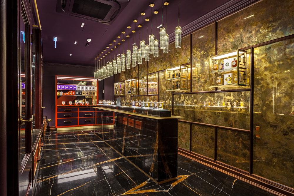 Atkinsons 1799 Burlington Arcade - Shop display counter and gilded wall © Michael Franke