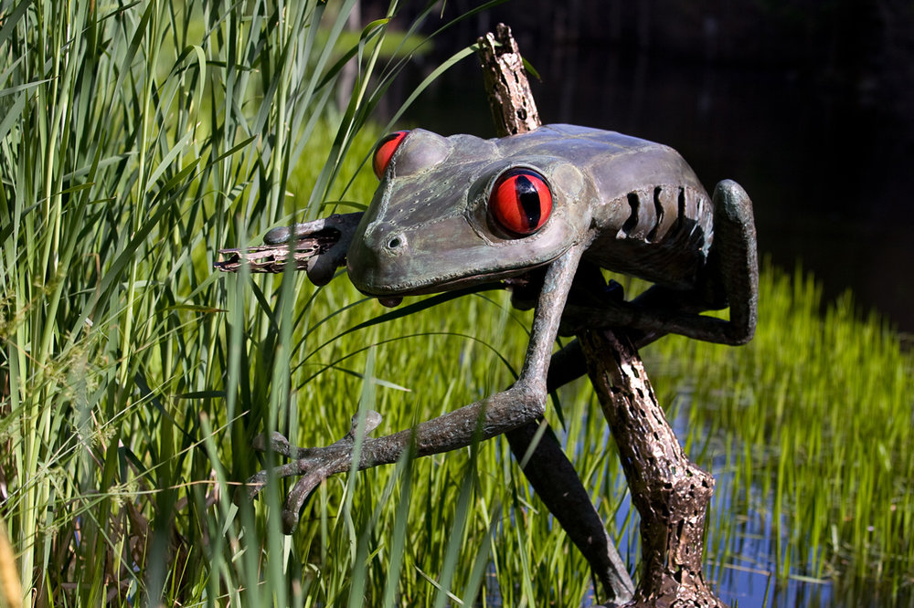 Tree Frog Sculpture