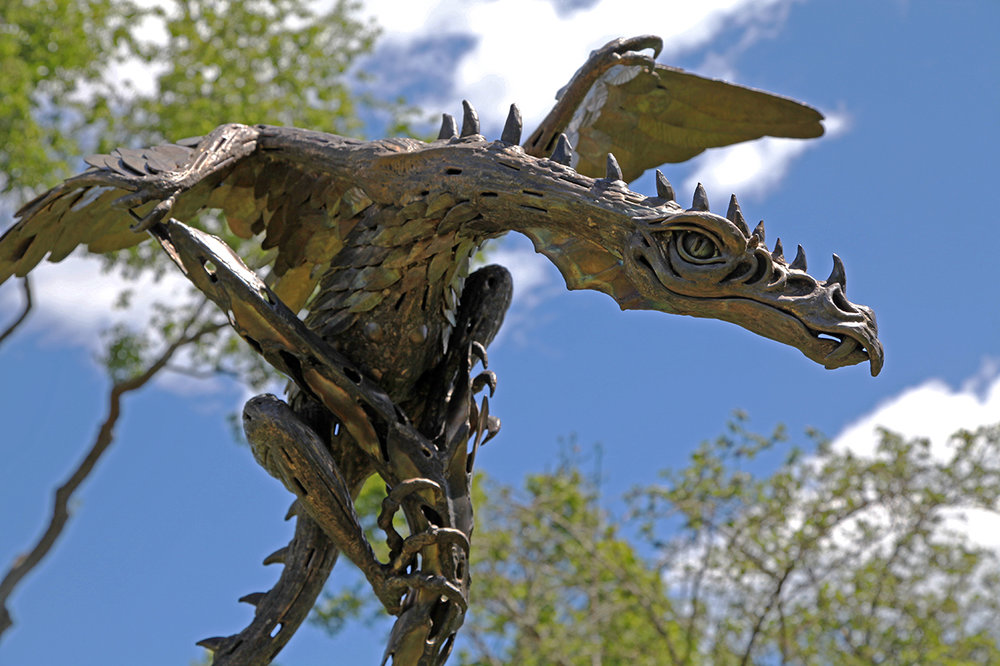 Dragon to right2.jpg