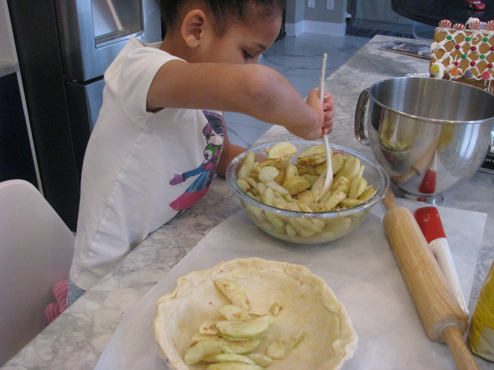 making apple pie .JPG