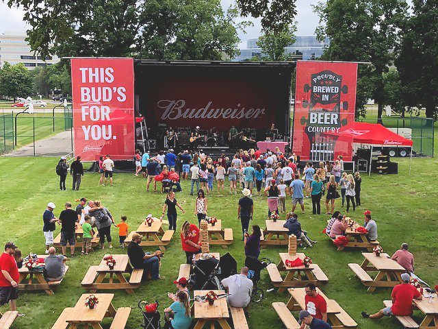 budweoser-backyard-bbq-stage-crowd.jpg