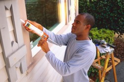 caulk-man-outdoors-window-590rr040610