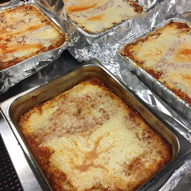 Who wants some #lasagna!  We're catering 3 events tomorrow.  Don't forget to order your catering from @campionestasteofchicago 😎 . . . . #catering #pasta #noodles #garlicbread #gallatin #tn #nashvillefoodie #foodie #foodstagram #italian_places #italianfood #foodporn