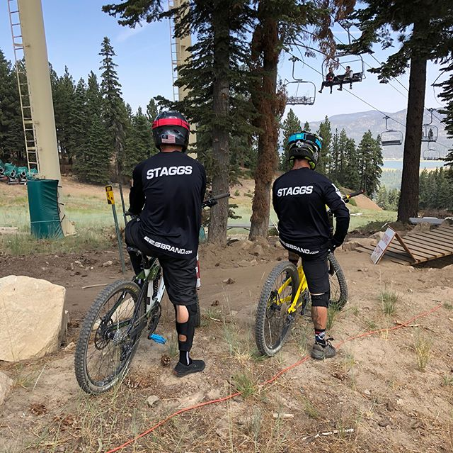 If it's got wheels let's race it 💯 Last weekend @jstaggs18 and @jerry_fast did some racing on two wheels #raceeverything #race #dhbike #mtbike #mtb #bigbear #snowsummit #craftsandcranks #staggsracing #staggsbrothers #e2sbrand #mountains #goodtimes #friends #fun #livelife #success #life #epic