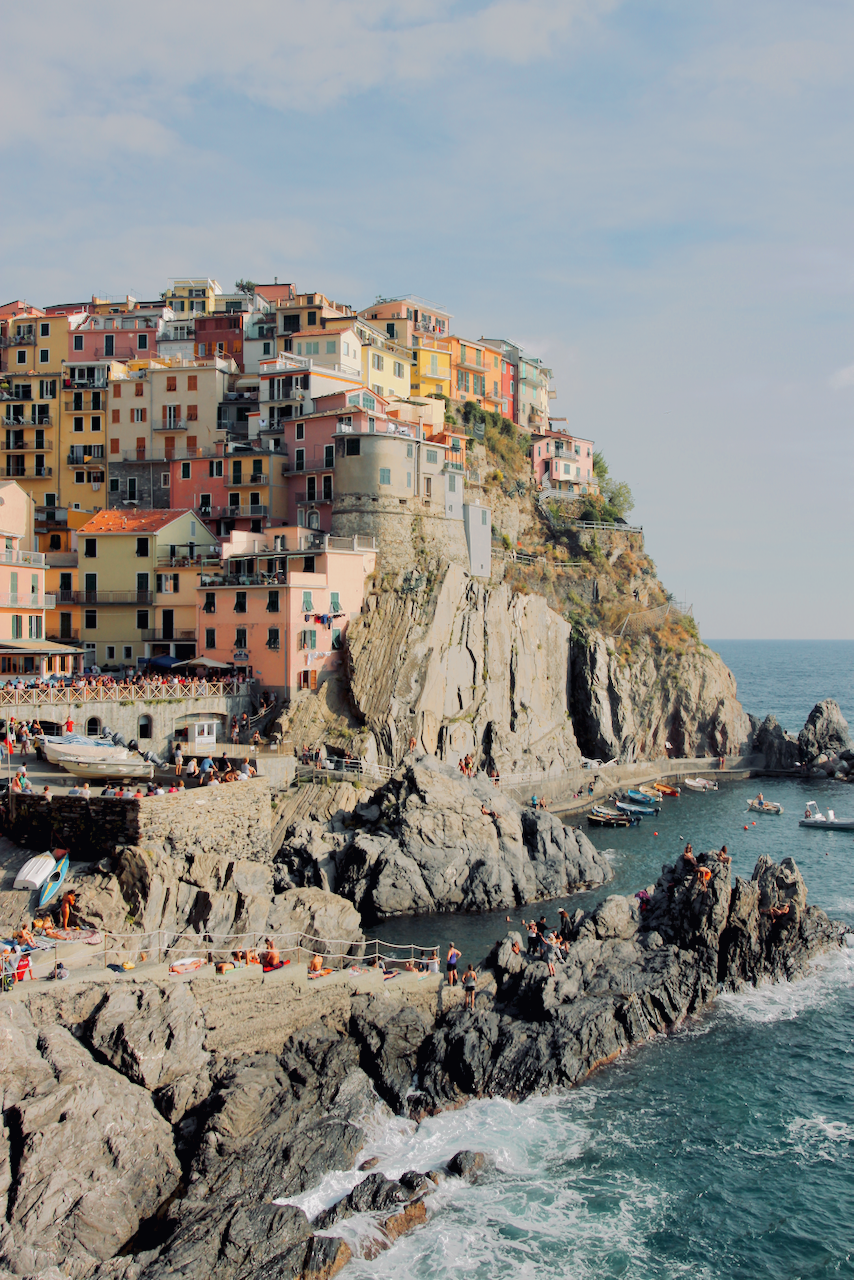 Pastel houses of Manarola along the cliffs of the Cinque Terre, Italy