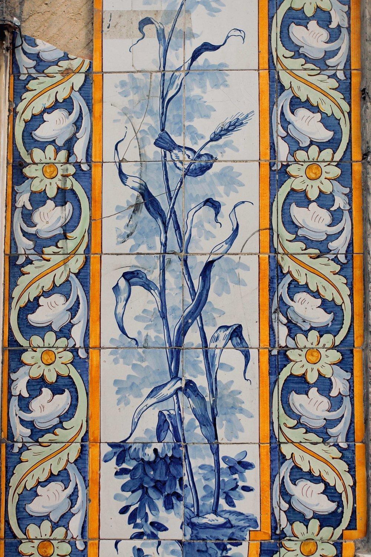 Lisbon tiling close up.jpg