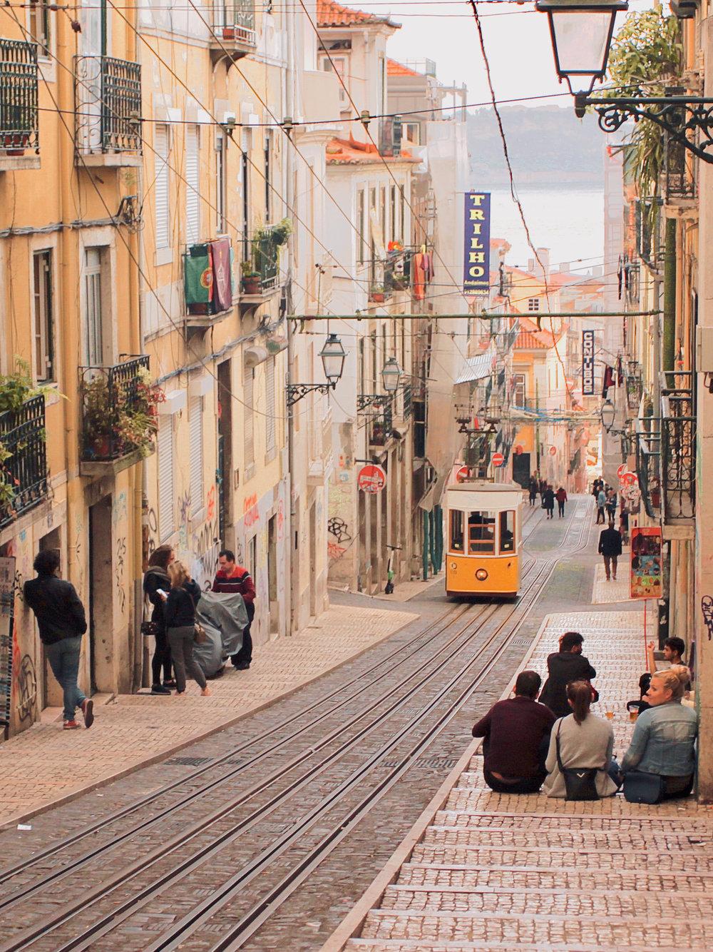 Unique experiences over 2 days in Lisbon | Bica Furnicular descending