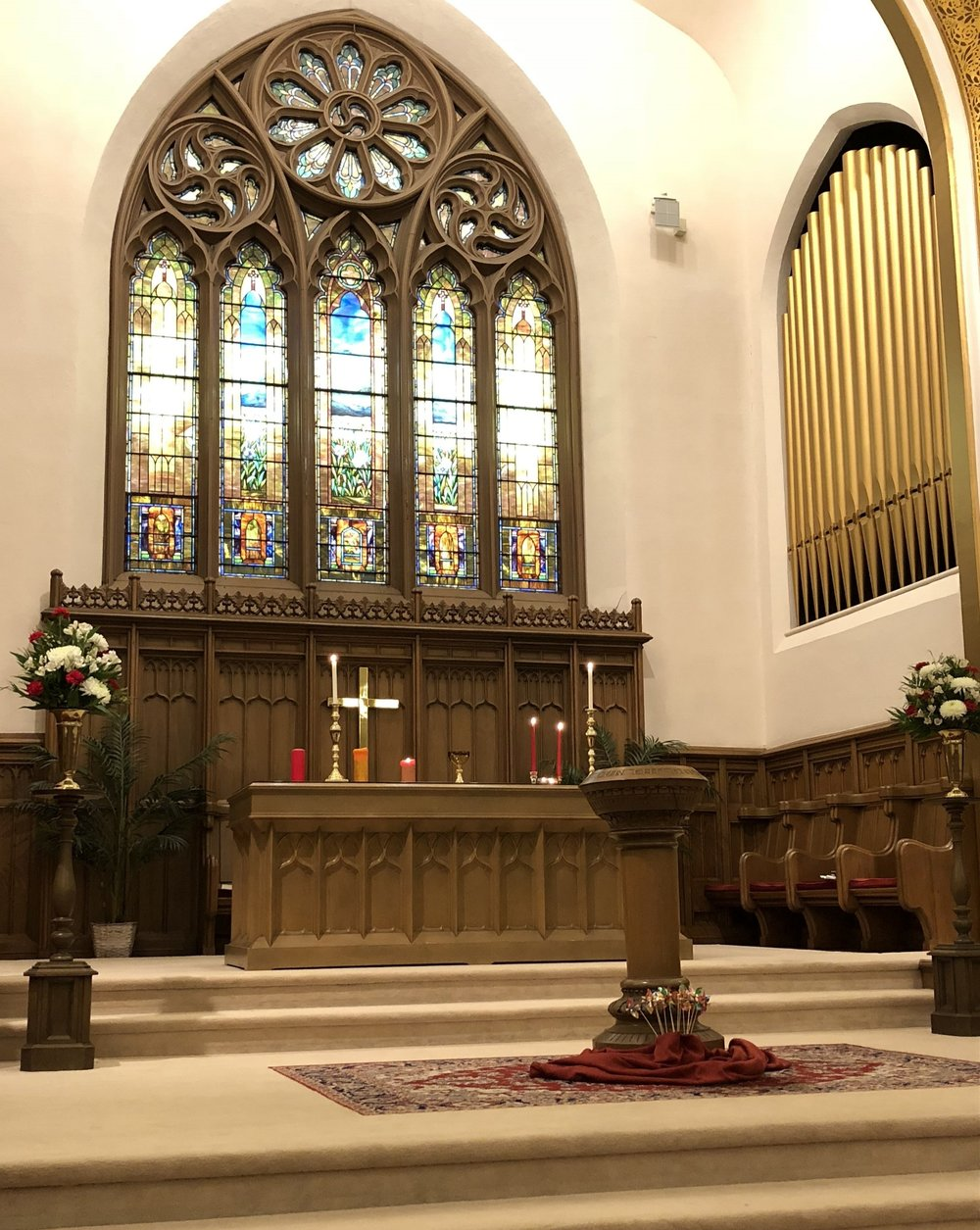 Sunday Service - Our 10:30 AM traditional service is approximately 60 minutes, followed by a coffee hour in Legacy Hall.We are a warm and welcoming body of believers, so Passing of the Peace is a joyful occasion. Our worship follows the Order of Worship from the Book of Common Worship of the Presbyterian Church (U.S.A.). We give you a user-friendly printed outline of the service each week to walk you through every step.