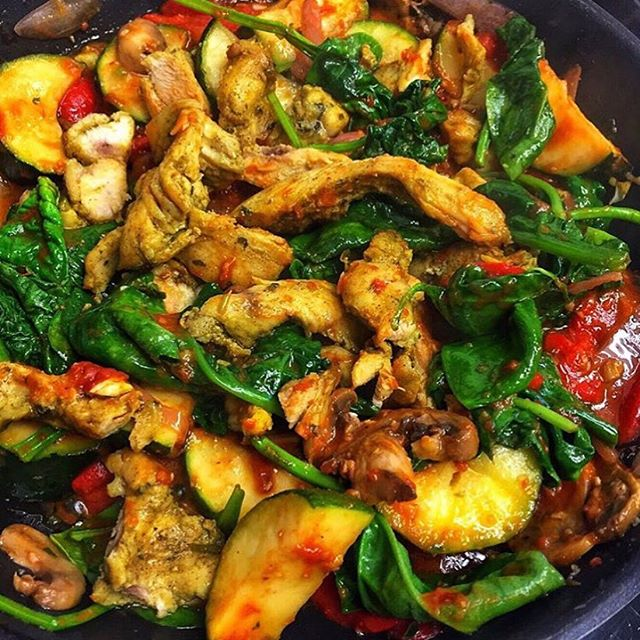 Try our delicious stir fry for a gluten free option. Made with a mix of vegetables, your choice of chicken or beef and our house made tomato sauce. . . . . . #morsome #kingwest #queenwest #trinitybellwoods #italian #sicilian #mediterranean #colombian #madefresh #freshfood #freshdaily #beef #chicken #glutenfree #tomatosauce #madewithlove #lovefood #torontoeats #tofoodies #torontofoodie