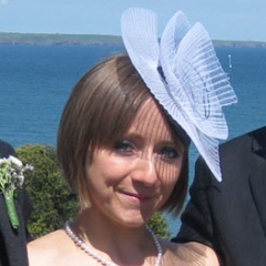 At a recent wedding by the Irish coast, Eleanor chose to complete her charming outfit with one of my KYOTO pleated crin headpieces, featuring a structured beaded coil decoration. I'm sure you'll all agree, Eleanor looks absolutely fantastic.