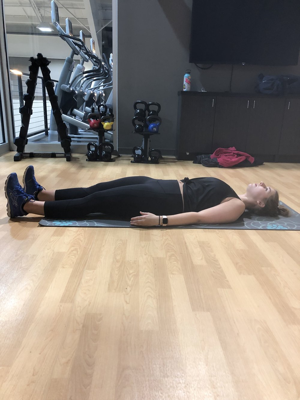 STRAIGHT LEG SIT-UPS: Starting position