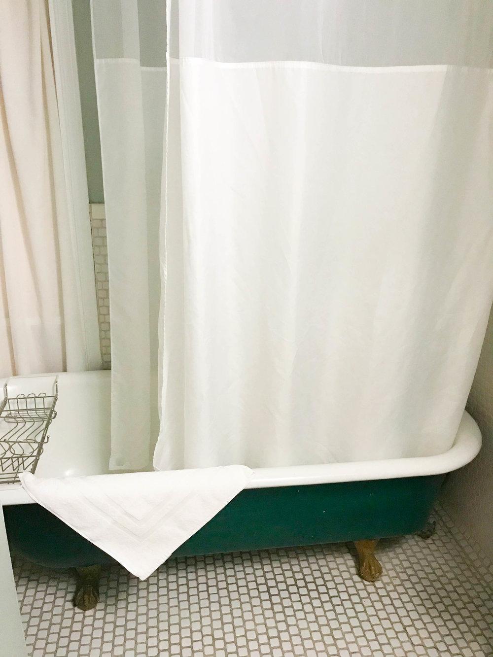 Cabernet House - Old World Inn Bathroom Starry Night Footed Tub