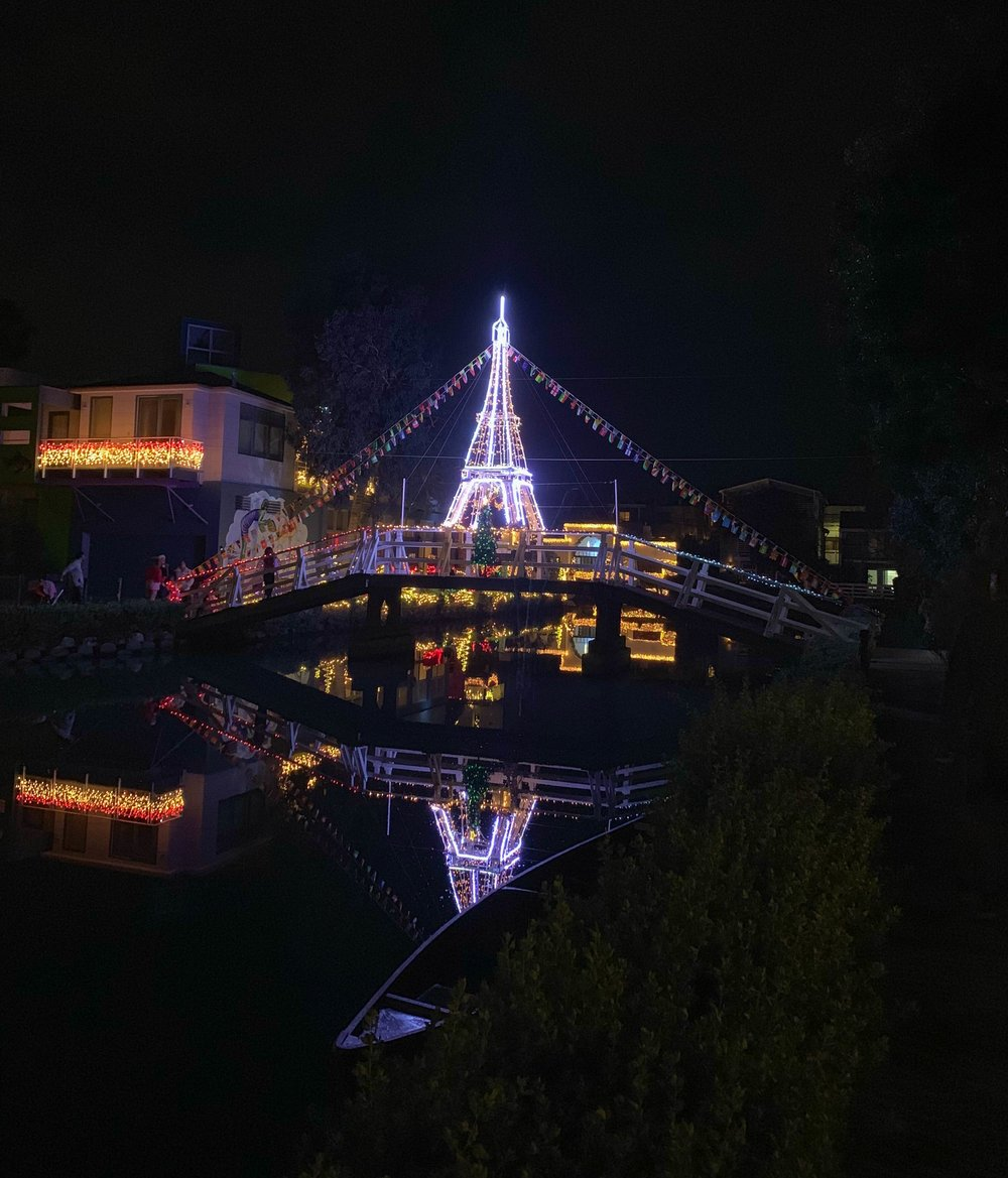 Christmas+Lights+in+Los+Angeles+Venice+Canals+-+Eiffel+Tower