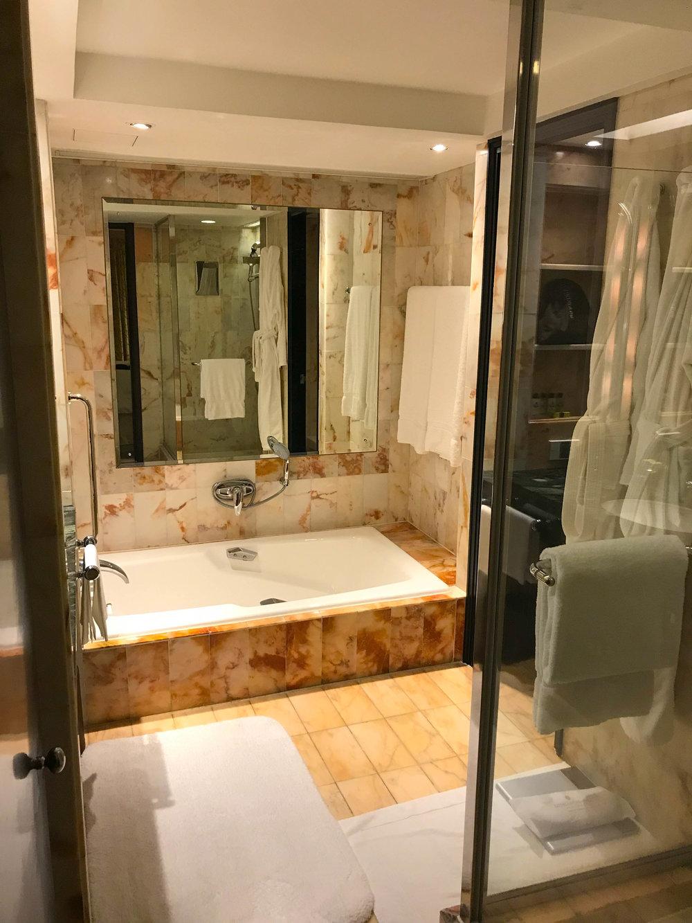 Hong Kong Intercontinental inside the Hotel room bathroom