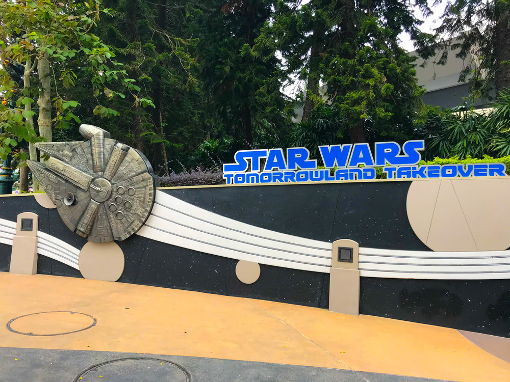 Hong Kong Disneyland Tomorrowland - Space Mountain Star Wars