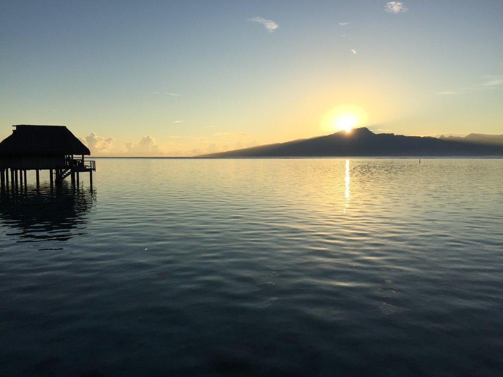 Sunrise_in_Moorea.JPG