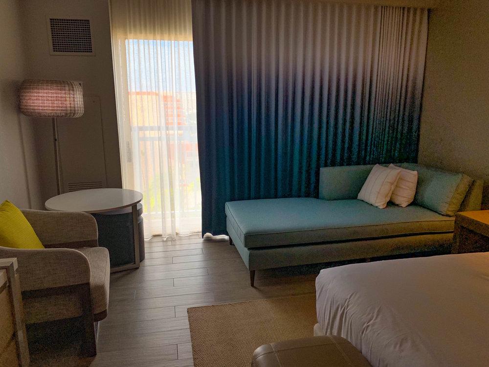 Aruba_Hyatt_Regency_Chaise_lounge.jpg
