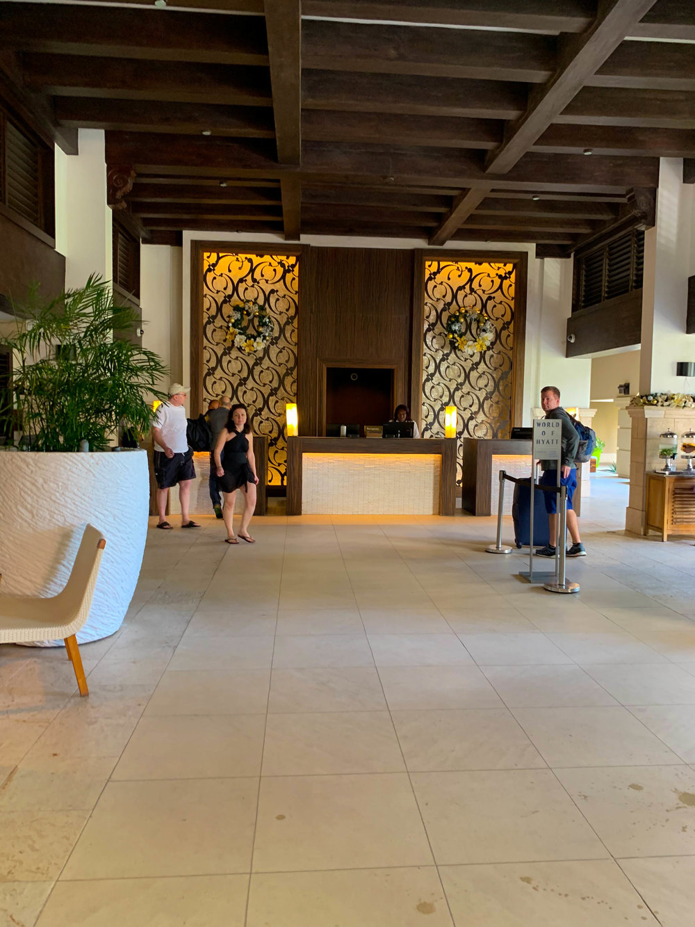 Aruba_Hyatt_Regency_lobby.jpg