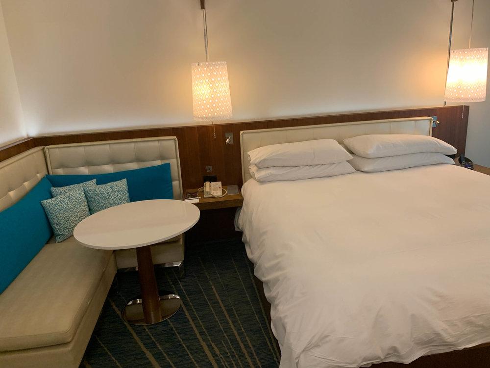 Aruba-Renaissance-Hotel_room_bed.jpg