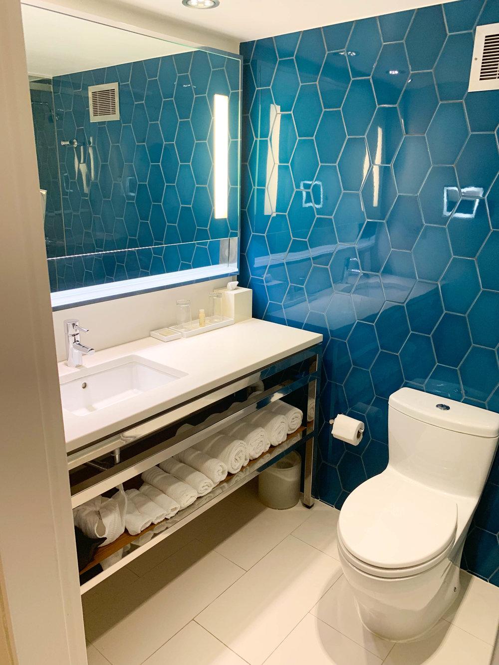 Aruba-Renaissance-Hotel_bathroom.jpg