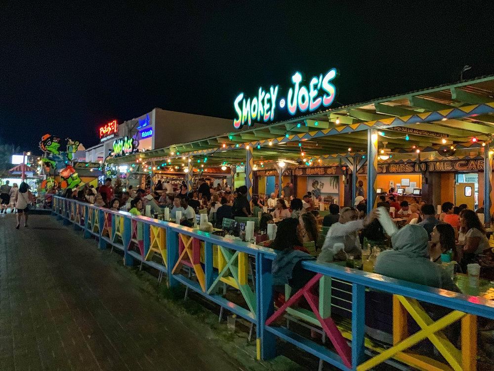 Smokey Joes - Restaurant Patio